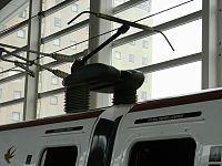 200px-Shinkansen_Series800_panta(wikipediaより引用).jpg