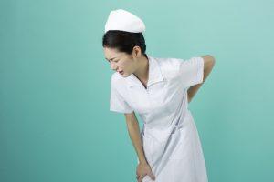 慢性的な腰痛持ちの女性