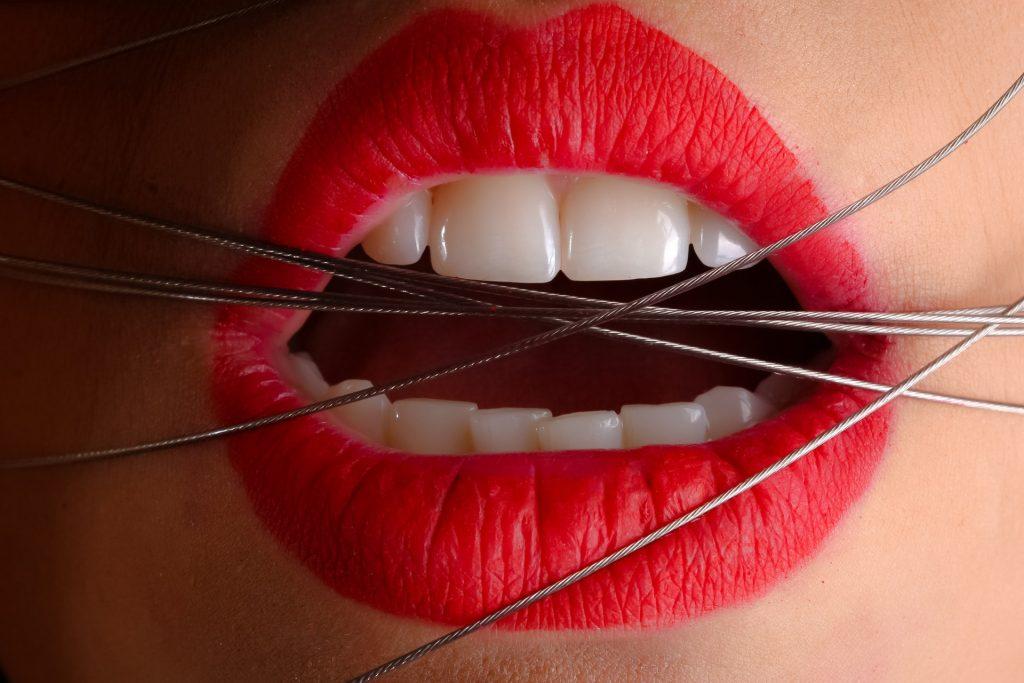 ①病気の一種「歯ぎしり」の原因は…